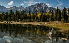 alberta_canada_mountains_lake_trees_reflection_92575_2048x1301