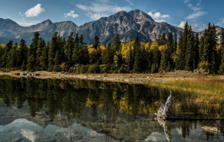 alberta_canada_mountains_lake_trees_reflection_92575_2048x1301