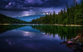 alberta_canada_valley_of_five_lakes_lake_mountains_reflection_101523_3360x2100