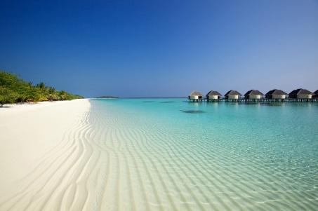 beach_ocean_sand_palm_trees_bungalows_95633_5000x3333