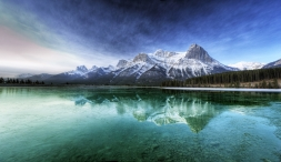 canada_lake_transparent_water_bottom_mountains_cool_freshness_purity_52104_2770x1600