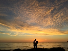 couple_kiss_romance_sunset_114271_3264x2448