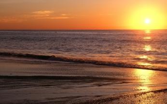 decline_sea_sand_horizon_evening_beach_light_patches_of_light_waves_orange_ripples_calm_63368_2560x1600