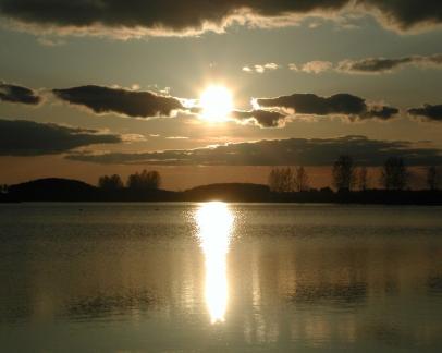 decline_sun_water_reflection_clouds_sky_5710_1280x1024
