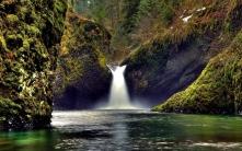 falls_rocks_moss_lake_terribly_61231_1920x1200