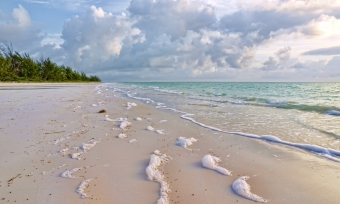 foam_sea_sand_wet_clouds_surf_whisper_56965_3527x2120