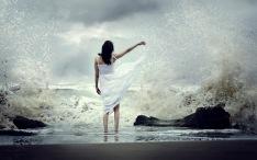 girl_sea_surf_dress_spray_96901_1920x1200
