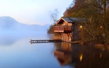 lake_lodge_mooring_pier_morning_light_lamps_coast_48292_1920x1200