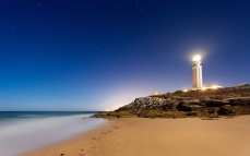 lighthouse_sand_footprints_stones_84584_1920x1200