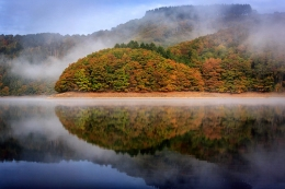 luxembourg_autumn_reflection_trees_lake_100902_2048x1365