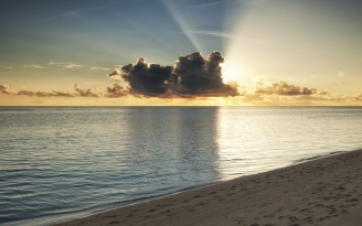 maldives_coast_beach_evening_decline_sand_sky_clouds_46259_1680x1050