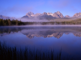 mountains_fog_light_91423_1600x1200
