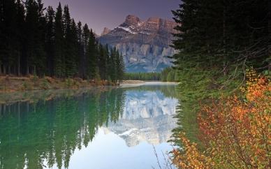 mountains_lake_autumn_bushes_trees_silence_62363_2560x1600