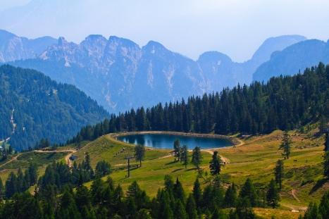 mountains_lake_sky_trees_108141_2048x1365