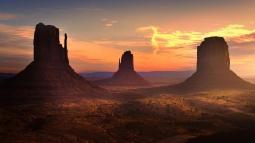 mountains_rocks_light_night_82597_2560x1440