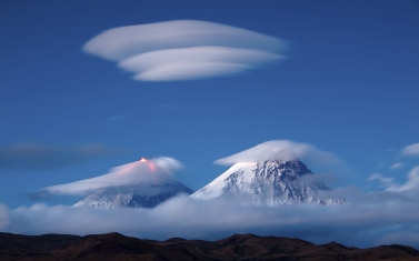 mountains_sky_clouds_strip_53181_1920x1200