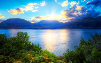 mountains_sun_light_clouds_vegetation_lake_bushes_green_fern_trees_62310_2560x1600