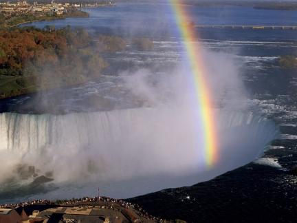 niagara_falls_canada_rainbow_tourists_evaporation_8259_1600x1200