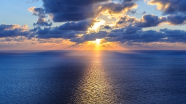 ocean_sea_horizon_clouds_105710_1366x768
