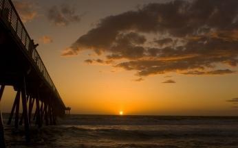 pier_decline_sea_evening_tourists_clouds_horizon_5579_1920x1200