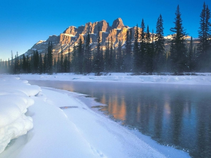 river_ice_coast_mountains_morning_4752_1600x1200