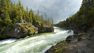 river_stream_coast_rocky_sky_cloudy_muddy_water_61128_1920x1080