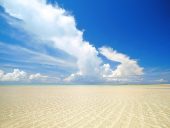 sand_sea_water_transparent_gulf_clouds_paradise_tropics_42482_1600x1200