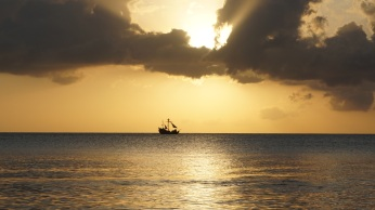 sea_ship_horizon_sunset_113161_6000x3376