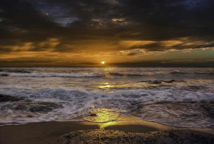 sea_sunrise_surf_105548_2048x1382