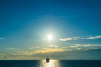 ship_sea_horizon_clouds_115381_5374x3583