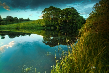 slope_field_trees_bushes_lake_clouds_shadows_midday_55512_2048x1365