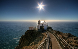 small_house_sun_beacon_road_ocean_mountains_642_2560x1600