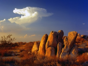 stones_grass_clouds_sky_91396_1600x1200