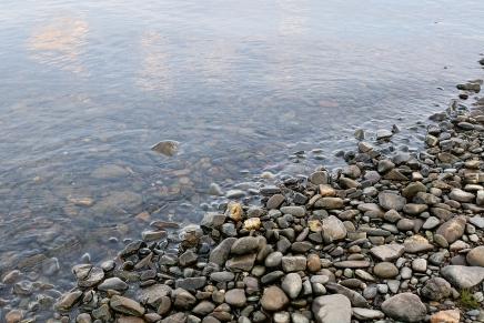 stones_pebble_water_coast_bottom_transparent_humidity_60613_2000x1333