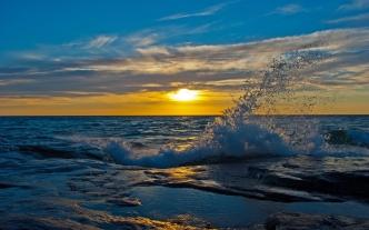 sun_decline_evening_splashes_wave_stony_protected_46086_2560x1600