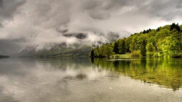 trees_lake_coast_clouds_haze_cloudy_55384_1920x1080