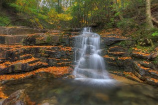 waterfall_trees_leaves_stones_103475_2048x1364