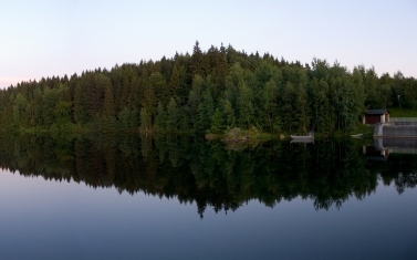 wood_coast_lake_reflection_triangle_lodge_51960_2560x1600
